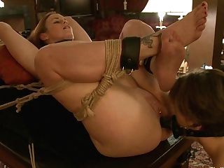 Sarah Shevon & Bella Rossi In Rossy Trains Shevon In Tray...