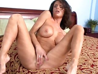 Frustrated Cougar Veronica Avluv Gets A Hard-on In Her Cunt